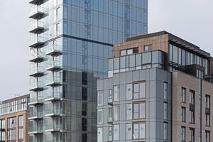 """<div class=""""bildtext"""">Das Hochhaus Lillie Square ist eines von 150, die das österreichische Unternehmen GIG Fassaden in UK gebaut hat.</div>"""