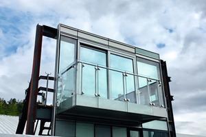 """<div class=""""bildtext"""">Das Mock-up in Attnang-Puchheim: Fassaden- und Balkonelement als Einheit zu montieren war dank der Baurechner bei GIG kein Problem.</div>"""