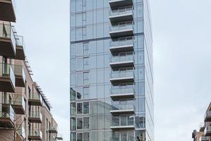 """<div class=""""bildtext"""">Der Glasturm verfügt über 16 Geschosse, die Elementfassade wurde nach ETAG 02 geklebt.</div>"""