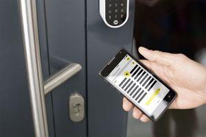 """<div class=""""bildtext"""">Yale Smart Living bietet vernetzte Sicherheit für die gesamte Haustechnik.</div>"""