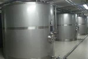 Gewährleisten innen wie außen dauerhafte Korrosionsbeständigkeit: Prozessbehälter aus Edelstahl.