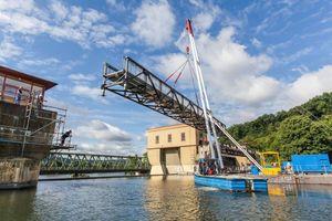 """<div class=""""bildtext"""">Der insgesamt 86 Meter lange Überbau besteht aus fünf Brückensegmenten mit einer lichten Breite von drei Metern. </div>"""