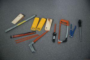 """<div class=""""bildtext"""">C 2 N/RC 2: Der Täter versucht zusätzlich mit Werkzeugen wie Schraubendrehern, Zangen und Keilen das Bauteil aufzubrechen. Das Bauteil muss dem mindestens drei Minuten standhalten.</div>"""