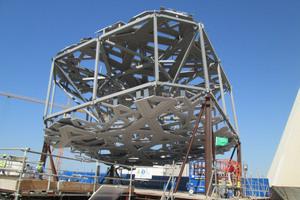 Anhand des Mock-up-1:1-Modells wird die aufwändige Kuppelkonstruktion sichtbar. <br />