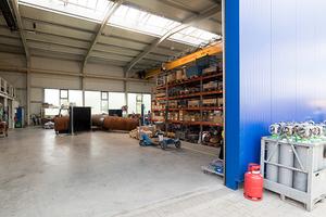 """<div class=""""bildtext"""">Von HAB gebaut: Eine Produktionshalle mit Bürokomplex.</div>"""