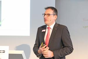"""<div class=""""bildtext"""">Dr. Christian Schlenk hat sich beim Expertenforum dem Thema staub-armen Bohrengewidmet.</div>"""