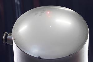 """<div class=""""bildtext"""">Rundnähte für Tankbehälter schweißt der Roboter mit dem WIG-Verfahren in hoher Qualität.</div>"""