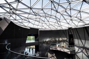 Die Glaskuppel im Astronomie Besucherzentrum in Garching ermöglicht ein bisschen Himmelskunde für Interessierte.