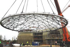 Bei der Kuppelkonstrktion handelt es sich um eine 233 m² große Stahlstruktur mit 138 Knotenpunkte.