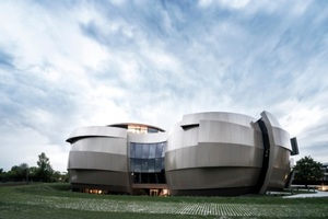 17,4 m Meter hoch ist das neue Planetarium & Besucherzentrum Eso Supernova in Garching.