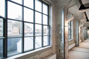 Klassisches Beispiel für den Einsatz von Stahlprofilen: Mit dem Stahl-Profilsystem RP-ISO-FINELINE wurden die Fensterflächen der denkmalgeschützten ehemaligen Keramikfabrik Royal Sphinx im niederländischen Maastricht saniert.