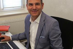 """<div class=""""bildtext"""">SMK-Vertriebsleiter Alexander Crisan ist ein Ansprechpartner für Betriebe des Metall- und Fassadenbaus.</div>"""