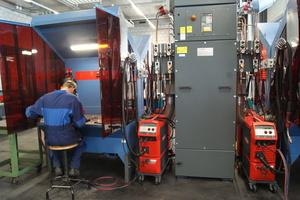 Die Schweißarbeitsplätze sind nach aktuellen Arbeitsplatzkriterien eingerichtet und mit moderner Absaugtechnik ausgestattet.
