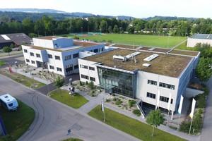 Vogelperspektive auf die beiden neu errichteten Gebäude des Ausbildungszentrums Aarberg, in die ca. 10 Mio. Franken investiert wurden.