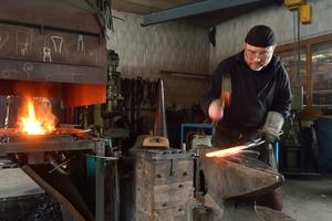 Der Schweizer Roland Fornaro (59) setzt sich in seinen Metallskulpturen häufig mit dem Tod auseinander.