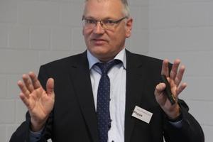 """<div class=""""bildtext"""">Dipl.-Ing. Gunnar Pöppe vom Institut Feuerverzinken in Düsseldorf hielt einen Vortrag über feuerverzinkte Druckbehälter.</div>"""