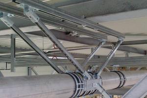 Mit den speziellen Verbindungselementen lassen sich auch komplexe Konstruktionen wie diese Festpunktbefestigung realisieren.