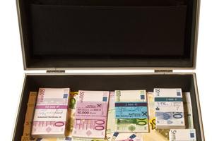 """<div class=""""bildtext"""">In 50 Sekunden 80.000 Euro − wie seriös ist das schnelle Geld aus dem Internet? Unternehmer Hans Rußwurm berichtet. </div>"""