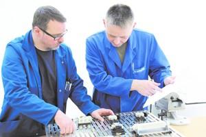 """<div class=""""bildtext"""">Frank Menge und Eugen Haferstein, Ausbildungsmeister für Metalltechnik an der Fortbildungs-Akademie Reckenberg-Ems.</div>"""