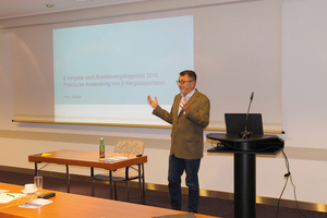 Unternehmensberater Peter Jakubitz ging in seinem Vortrag auf die praktische Anwendung von E-Vergabeportalen ein.