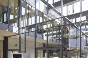 Das Kompetenzzentrum Martin Braun in Hannover wurde mit einem schmalen Stahlprofil von Schüco Jansen umgesetzt.