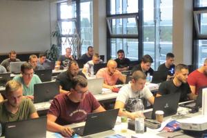 """<div class=""""bildtext"""">Volle Klassen bei der Meisterausbildung in der Handwerkskammer Koblenz: Neben der Praxis kommt auch die Theorie nicht zu kurz.</div>"""