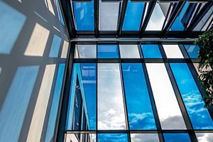 """<div class=""""bildtext"""">Das elektrochrome EControl-Glas lässt sich dimmen und reduziert die sommerliche Hitze. </div>"""