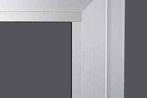 """<div class=""""bildtext"""">Der verdeckt liegende Beschlag ALU axxent PLUS unterstützt die klare Linienführung moderner Architektur.</div>"""