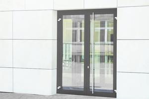 """<div class=""""bildtext"""">Servicetechnik für den Brandschutz wie für die zweiflügelige Thermo Alu-Brandschutztür (EI30) als Notausgangstür setzt Schulungsnachweise voraus.</div>"""