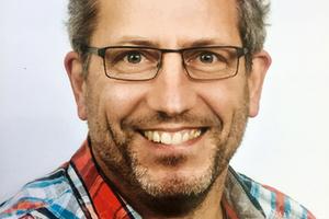 """<div class=""""bildtext"""">Torsten Sagasser hat Planung und Einbau der Feuer- und Rauchschutz Schiebetore verantwortet.</div>"""