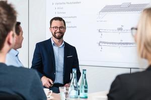 """<div class=""""bildtext"""">Bernd Hilbring, Leiter des Technischen Büros von Lichtgitter.</div>"""