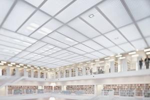 """<div class=""""bildtext"""">Für Gitterroste, die mit ästhestischer Optik auffallen, ist die Stadtbibliothek Stuttgart mit ihrer Deckenabhängung ein Beispiel.</div>"""