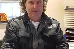 """<div class=""""bildtext"""">Unternehmer Harry Baumgärtner ist mit einer Website, einem Auftritt bei Facebook und auf dem Videoportal Youtube aktiv.</div>"""