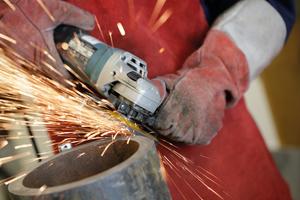 """<div class=""""bildtext"""">Bei Bearbeitung von Stahl oder Alu wird die maximale Drehzahl empfohlen. Bei Edelstahl soll die Drehzahl um 20-30% reduziert werden.</div>"""