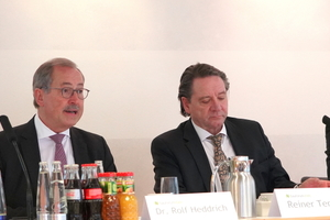 """<div class=""""bildtext"""">v.l. bauforumstahl Geschäftsführung Gregor Machura und Dr. Rolf Heddrich; Rainer Temme, Präsident des Deutschen Stahlbauverbands (DSTV), <br />und der Vorsitzende bauforumstahl Stephan Lemgen.</div>"""