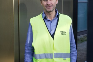 "<div class=""bildtext"">Markus Überbacher, technical manager at Frener &amp; Reifer, in front of the mock-up of the facade portal.</div>"