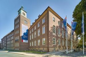 """<div class=""""bildtext""""><irfontsize style=""""font-size: 8.520710pt;"""">Das Landeshaus des LWL am Freiherr-vom-Stein-Platz 1, Münster. Im soeben fertig gestellten Bauabschnitt wurde (unter anderem) der komplette Uhrenturm mit neuen Fenstern ausgestattet. </irfontsize></div>"""