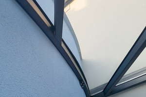 """<div class=""""bildtext"""">Mit dem 3D-Laseraufmaßsystem ist es gelungen die Vordachkonstruktion exakt an den gebogenen Wandabschluss anzupassen.</div>"""