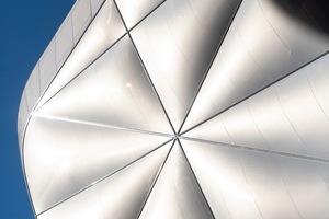 146 dreilagige und zwei vierlagige Folienkissen umhüllen eine Gesamtfläche von 4.110 Quadratmetern.<br />