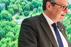 """<div class=""""bildtext"""">Ralf Seufert ist seit 2019 Vorsitzender der Wicona Geschäftsführung und derzeit mit dem Management des Wachstums beschäftigt.</div>"""