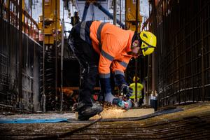 """<div class=""""bildtext"""">X-LOCK ermöglicht im Brückenbau schnelleres Arbeiten und verbesserten Arbeitsschutz.</div>"""