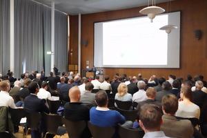 """<div class=""""bildtext"""">Für die Branche des konstruktiven Glasbaus ein Pflichttermin: Der Kongress """"Glas im konstruktiven Ingenieurbau"""" an der Hochschule München.</div>"""