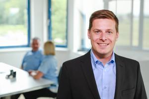 """<div class=""""bildtext"""">Georg Blauensteiner, Chef des gleichnamigen Metallbauunternehmens in Naarn, schätzt die Vertriebskurse der Akademie. </div>"""