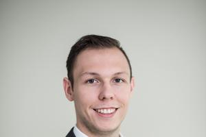 """<div class=""""bildtext"""">Firmenkundenberater Stefan Hnida.</div>"""