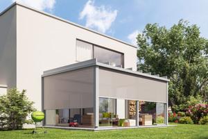 """<div class=""""bildtext"""">Beim Glas-Terrassendach Terrazza Pure von Weinor lassen sich Senkrecht-Beschattungen integrieren.</div>"""