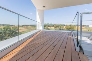 """<div class=""""bildtext"""">... das Glasgeländer fertigte Fedlmeier für die Firma Adito in Geisenhausen.</div>"""