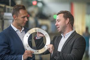 """<div class=""""bildtext"""">v.l. Stefan Hnida von creditshelf und Stefan Panzer fanden in kurzer Zeit eine Finanzierungslösung für einen Materialeinkauf.</div>"""