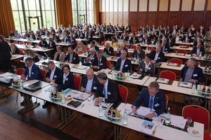 """<div class=""""bildtext"""">Rund 200 VFF-Mitglieder waren zum Jahreskongress nach Bad Homburg gekommen.</div>"""