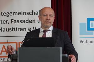 """<div class=""""bildtext"""">Andreas Kuhlmann, Geschäftsführer der dena in Berlin.</div>"""