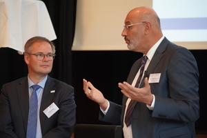 """<div class=""""bildtext"""">VFF-Geschäftsführer Frank Lange (l.) und Baurechtler Prof. Christian Niemöller geben den Mitgliedern in Sachen BIM Hilfestellung für Vertragsverhandlungen.</div>"""